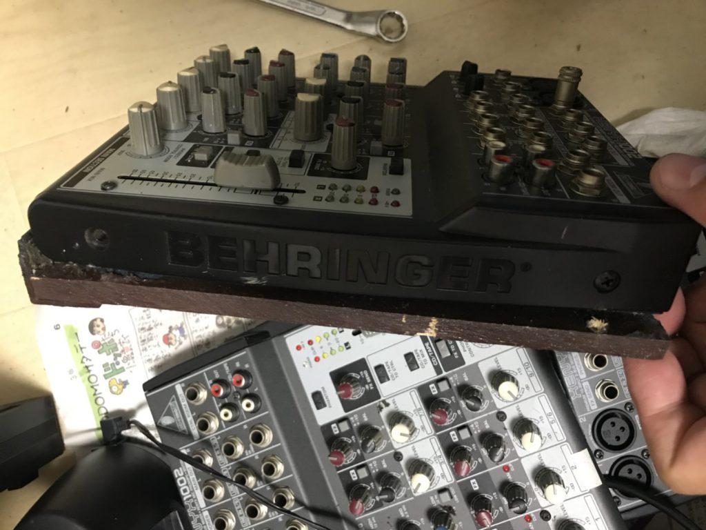 ベリンガー製の音響機材(分解)